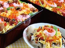 ちらし寿司(三色白玉あんみつ付き)